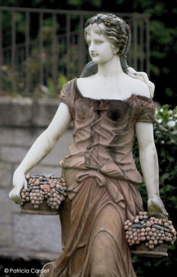 Statue in the gardens of the Quinta da Seara, Palmeira de Faro, Portugal